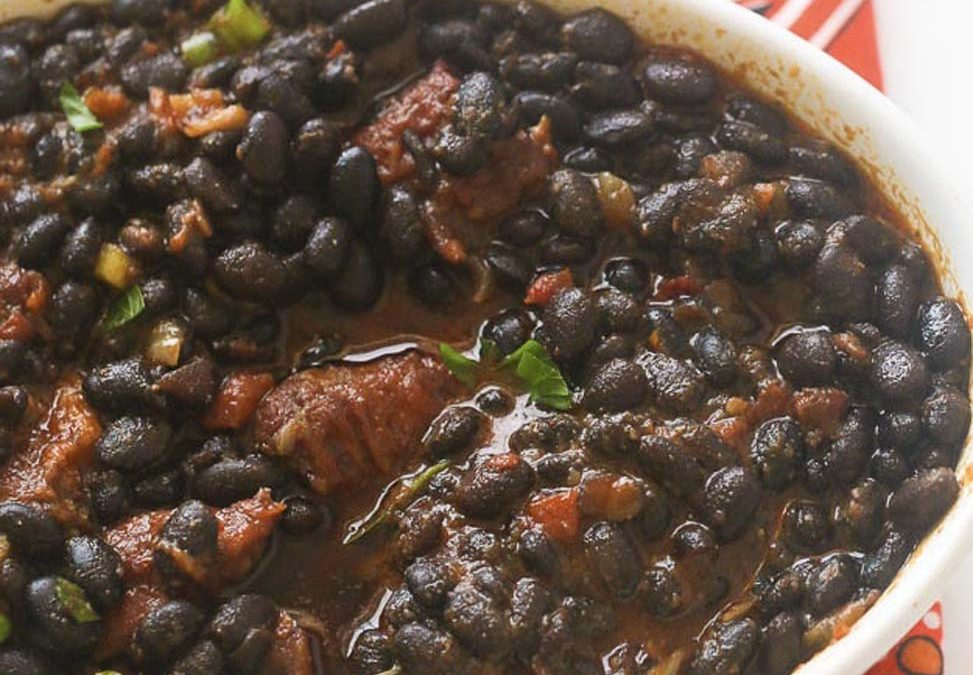 Stewed black beans (gestoofde zwarte bonen)
