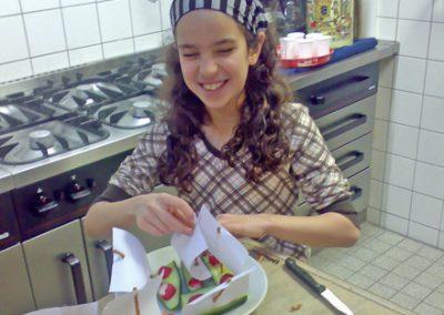 Movedis voedings- en bewegingspraktijk diëtist Rotterdam-Zuid stichting-welzijn-crooswijk-cascade-kookworkshop meisje
